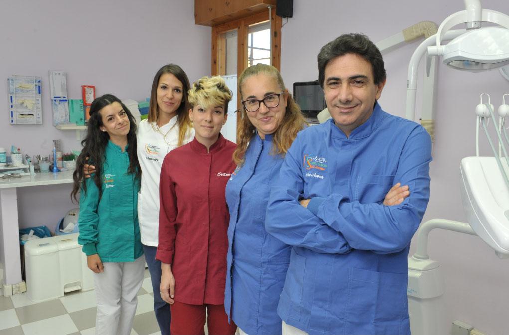 Il team dello studio dentistico serci soggiu
